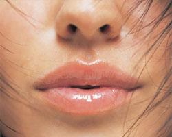 Как изменить размер губ с помощью макияжа