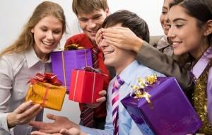 Подарки внутри компании. Что и кому подарить