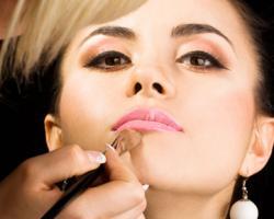 Как скорректировать форму лица макияжем