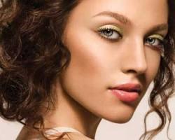 Как выполнить макияж для серо-голубых глаз?
