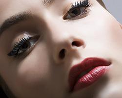 Стрелки — модный акцент в макияже