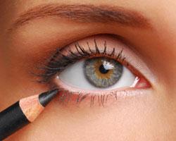 Как нужно красить глаза карандашом?