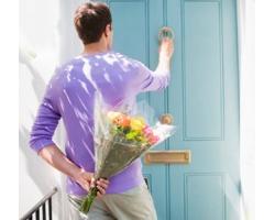 Как выбрать и преподнести цветы девушке
