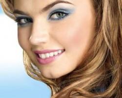 Эффектный макияж с голубыми тенями