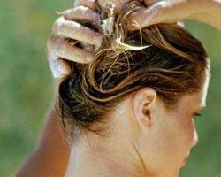 Как правильно мыть голову шампунем?