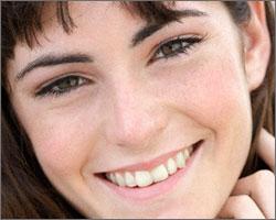 Как убрать дефекты на коже под глазами?