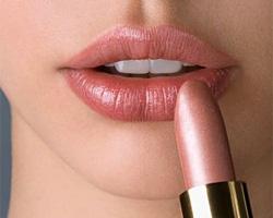 Как красиво накрасить губки?