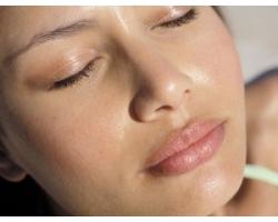 Как убрать жирный блеск с кожи?