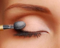 Как выполнить макияж для маленьких глаз