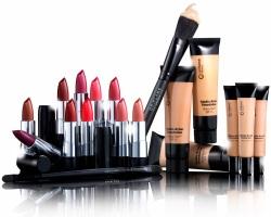 Почему нужно пользоваться декоративной косметикой