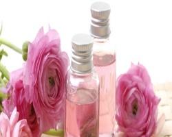Розовое масло в уходе за кожей лица
