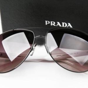 Стильные очки Prada