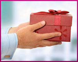 Украшаем подарочную коробку со вкусом