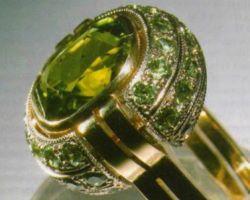 Модные золотые кольца с хризолитом